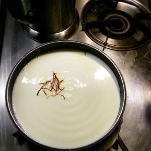 Making saffron Yogurt